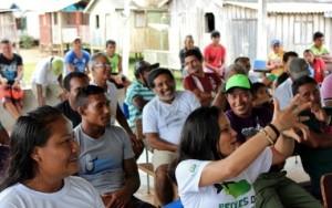 Assembleia reúne castanheiros do rio Unini para definição de metas da safra 2015