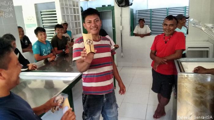 Yanomami e COOMARU inauguram parceria para compra de castanha a preços justos